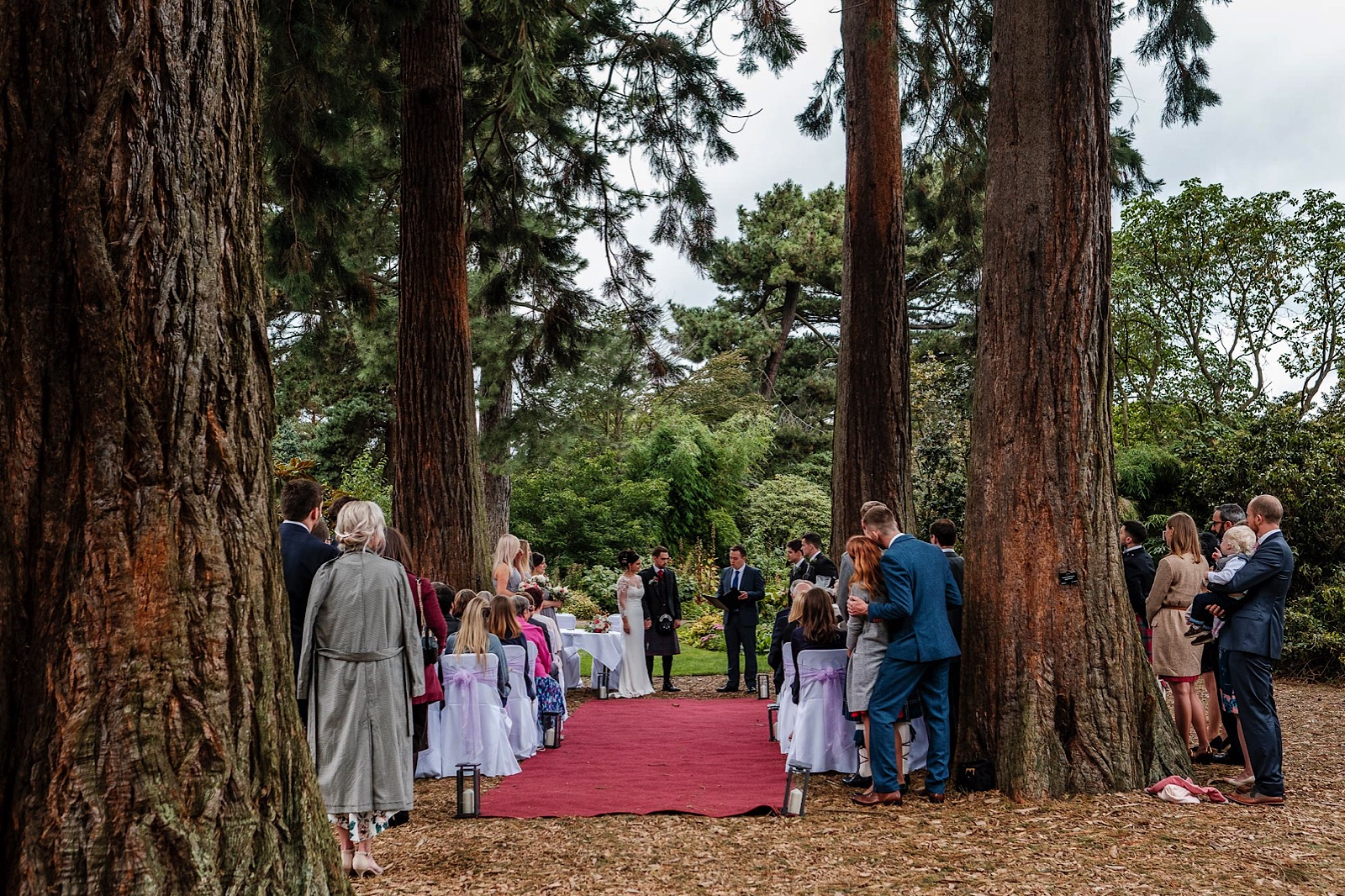 Couple Getting married in The Royal Botanical Gardens in Edinburgh